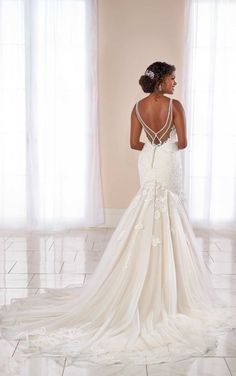 Mixed-Fabric Trumpet Gown with Scrolling Lace Pattern – Stella York Wedding Dresses Mischgewebe Trompete Kleid mit Scrolling Lace Muster – Stella York Brautkleider Wedding Dress Pictures, 2015 Wedding Dresses, Country Wedding Dresses, Designer Wedding Dresses, Bridal Dresses, Gown Wedding, Wedding Blog, Dresses Dresses, Beach Dresses