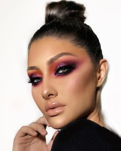 Gorgeous Makeup: Tips and Tricks With Eye Makeup and Eyeshadow – Makeup Design Ideas Glam Makeup, Beauty Makeup, Hair Makeup, Huda Beauty, Skull Makeup, Halo Eye Makeup, Exotic Makeup, Makeup Glowy, 80s Makeup
