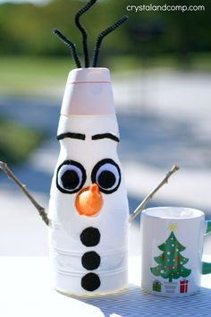 We are in love with Olaf from Frozen. He is just the cutest little snowman.  I am going to show you how you can make this fun Olaf craft that is perfect for C