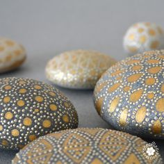 Rock Painting Designs Using Puffy Paint Pebble Painting, Dot Painting, Pebble Art, Stone Painting, Stone Crafts, Rock Crafts, Rock Painting Designs, Paint Designs, Diy Shows