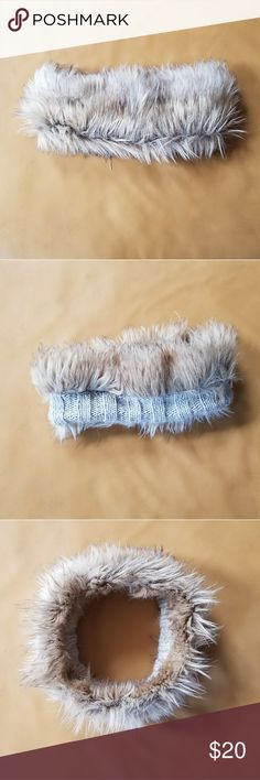 American Eagle Faux Fur Headband Perfect condition American Eagle Faux Fur Headband. Very stylish and not as bulky as a hat! American Eagle Outfitters Accessories Hats