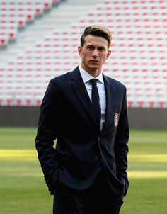 Federico Bernardeschi Photos - Federico Bernardeschi of Italy attends Italy walk around at Allianz Riviera Stadium on June 2017 in Nice, France. - Italy Walk Around and Press Conference Football Pictures, Cristiano Ronaldo, Football Players, Suit Jacket, Soccer, Walking, Celebs, Guys, Sports