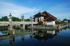Taman Ujung Water Palace - another popular spot for wedding photography shoots! Bali Wedding, Destination Wedding, Dream Wedding, Balinese, Wedding Images, Heritage Site, Palace, Tourism, Turismo
