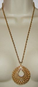Vintage Trifari Mod goldtone Pendant NECKLACE costume jewelry signed