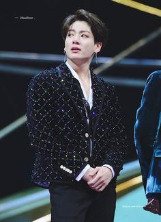 Why is my darling crying? Bts Jungkook, Maknae Of Bts, Bts Bangtan Boy, Taehyung, Jungkook Hairstyle, Jung Kook, Jung Hyun, Foto Bts, Bts Photo