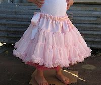 Great tutorial for a pettiskirt-maybe someday I'll actually have the time to try it!