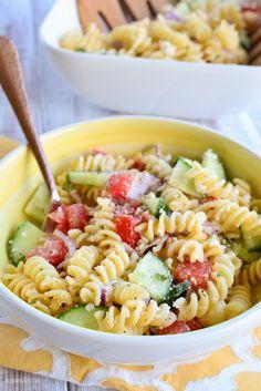 Slimming Eats Greek Pasta Salad - gluten free, vegetarian, Slimming World and Weight Watchers friendly Healthy Snacks, Healthy Eating, Healthy Recipes, Savoury Recipes, Veggie Recipes, Lunch Recipes, Diet Recipes, Orzo, Vegetarian Recipes