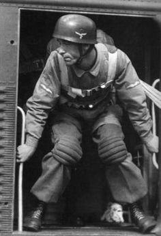 A Fallschirmjäger (paratrooper) soldier preparing to take a jump out of a transport plane. Luftwaffe, Paratrooper, Narvik, Ww2 Uniforms, German Uniforms, German Soldiers Ww2, German Army, Ww2 History, Military History