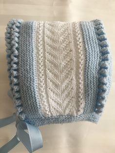 CHAQUETA Y GORRO en Mis Manitas | DIY Blog de Manualidades y Reciclaje Crochet Baby Hat Patterns, Crochet Baby Hats, Crochet Stitches, Knitted Hats, Knit Crochet, Knitting For Kids, Baby Knitting, Knit Baby Sweaters, Baby Bonnets