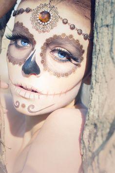 Sugar skull, halloween costume make up, hair jewelry Sugar Skull Halloween, Halloween Inspo, Halloween Face Makeup, Halloween Halloween, Vintage Halloween, Halloween Costumes, Sugar Skull Makeup, Sugar Skull Art, Sugar Skulls