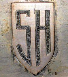 La marque de voitures automobile Française Secqueville-Hoyau fut fondée en 1919 et construisit des véhicules à moteur jusqu'en 1924.