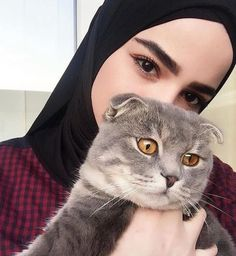 Setahunbaru: Happy Hijab Girl Has a Love Muslim Girls, Muslim Couples, Muslim Women, Casual Hijab Outfit, Hijab Chic, Niqab Fashion, Muslim Fashion, Hijabs, Hijab Collection