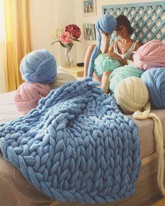 ✨Magic of giant yarn by Crochet Wool, Wool Yarn, Merino Wool Blanket, Laine Chunky, Chunky Knit Scarves, Chunky Knits, Cozy Room, Arm Knitting, Knit Fashion