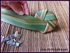 How to make flax flowers Step 10 Bamboo Crafts, Leaf Crafts, Diy Crafts, Flax Flowers, Diy Flowers, Flower Diy, Flax Weaving, Basket Weaving, Palm Frond Art