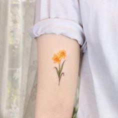 Narcissus Flower Tattoos, Daffodil Tattoo, Birth Flower Tattoos, Small Flower Tattoos, Dainty Tattoos, Fake Tattoos, Pretty Tattoos, Body Art Tattoos, Small Tattoos
