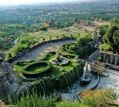 SACI art history field trips include the amazing gardens of Tivoli, just outside Rome.  http://www.saci-florence.edu/17-category-study-at-saci/90-page-field-trips.php