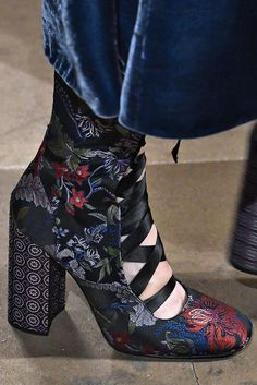 Erdem at London Fashion Week Pretty Shoes, Beautiful Shoes, Cute Shoes, Me Too Shoes, Funky Shoes, Crazy Shoes, Fashion Shoes, Fashion Accessories, Fashion Outfits