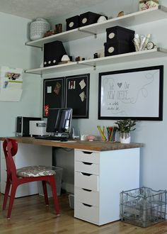 Le bureau homemade by Ikea d'Heather de The Lovely Cupboard