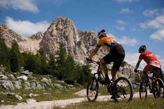 """Le vette dolomitiche sembrano toccare il cielo.. Scopri il cicloturismo tra le Dolomiti con il soggiorno """"Bike & Wellness"""" dell' Hotel Excelsior Resort di San Vigilio di Marebbe (BZ) su http://www.stilefemminile.it/pedalare-verso-il-cielo/"""