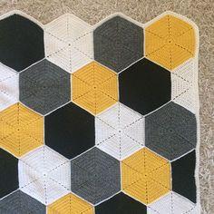 Longer edge of the is even due the half hexagons. Shorter edge is left as Crochet Hexagon Blanket, Crochet Quilt, Crochet Squares, Crochet Granny, Crochet Blanket Patterns, Diy Crochet And Knitting, Crochet Home, Crochet Crafts, Crochet Projects