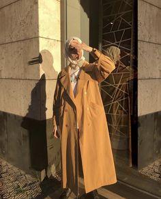 Hijab coat models 2020 Hijab coat models 2020 the # Hijab Modern Hijab Fashion, Street Hijab Fashion, Hijab Fashion Inspiration, Muslim Fashion, Modest Fashion, Fashion Ideas, Muslim Girls, Muslim Women, Mode Outfits