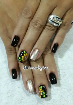 Make an original manicure for Valentine's Day - My Nails Nail Art Inspiration, Sunflower Nail Art, Manicure E Pedicure, Halloween Nail Art, Gel Nail Designs, Nagel Gel, Fabulous Nails, French Nails, White Nails