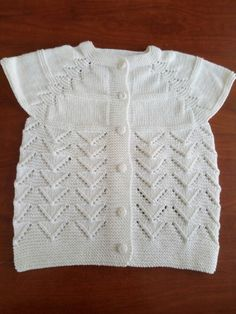 Kız bebek yeleği Diy Crafts Knitting, Easy Knitting Patterns, Vest Pattern, Free Pattern, Baby Knitting, Crochet Baby, Piercings, Bebe Baby, Baby Vest