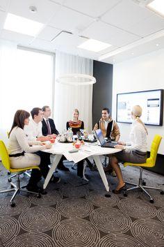 Alberga Business Park, ÅF:n tiloissa on viihtyisiä neuvotteluhuoneita. Lisää kaikille vuokrattavissa olevia tiloja löytyy Albergan alakerrasta. Meeting Rooms, Offices, Parka, Conference Room, Business, Table, Furniture, Home Decor, Decoration Home