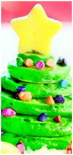 Christmas Tree Pancakes Delicious Colored green & stacked up to look like a Christmas tree! Sprinkles and a star complete this easy Christmas breakfast idea! Christmas Pancakes, Christmas Breakfast, Christmas Baking, Christmas Tree, Christmas Morning, Brunch Recipes, Breakfast Recipes, Brunch Foods, Pancake Stack