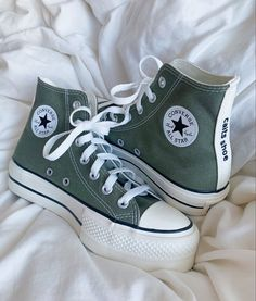 Dr Shoes, Swag Shoes, All Star Shoes, Hype Shoes, Me Too Shoes, Cute Sneakers, Shoes Sneakers, Converse Shoes Outfit, Mode Converse