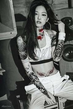 Mujeres Tattoo, Apink Naeun, Jennie Kim Blackpink, Girl Smoking, Blackpink Lisa, Airport Style, Cute Fashion, Kpop Girls, Girl Tattoos