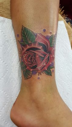 #tattoo rosa roja para mujer Pi Tattoo, Leaf Tattoos, Skull, Red, Women