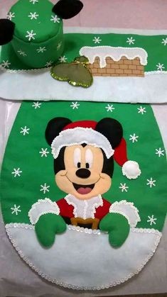 Mickey Craft, Disney Bathroom, Diy And Crafts, Christmas Crafts, Mikey Mouse, Felt Banner, Felt Wreath, Disneyland, Crafty