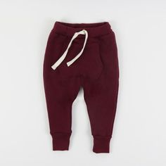 The perfect unisex sweatpant for year-round play.