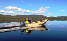 Kalastajia Miekojärvellä Pellossa Länsi-Lapissa
