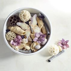 Your day in the countryside begins with morning's vivid raspberry, violet and heliotrope, then gives way to midday anise and evening sandalwood. A beautifully feminine yet outdoorsy expression of natural beauty for your home—all in a colorful mix that fills a room with fragrance.