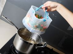Silicone veggie strainer which fits directly into your pot for easy straining.