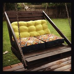 Porch swing made out of 2 grass pallets.(I would cover the entire bottom pallet with a custom cushion.) by antonia