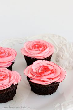 Fudgy Chocolate Cupcakes with Two Tone Roses www.thereciperebel.com @ashleyfehr #valentinesday #cupcakes