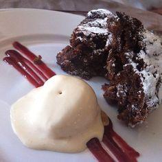 Torta De Nueces Y Dátiles Con Helado De Ponche Crema @ Leal Restaurante
