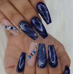 Nail art is a very popular trend these days and every woman you meet seems to have beautiful nails. It used to be that women would just go get a manicure or pedicure to get their nails trimmed and shaped with just a few coats of plain nail polish. Xmas Nails, New Year's Nails, Christmas Nails, Christmas Time, Nails 2016, Red Christmas, Beautiful Christmas, Simple Christmas, Christmas Gifts