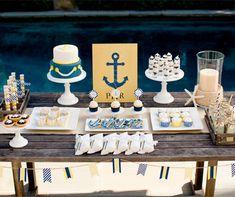 En una buena decoración marinera no pueden faltar las anclas y los tonos azules.