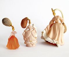 i love these perfume bottles. there's a sorta old-timey sci-fi look to them.