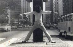 Carlos Alberto Dias - Riscos Urbanos - Via crucis do corpo - Av. Paulista - São Paulo, 1976.