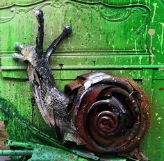 Portuguese street artist Artur Bordalo, aka Bordalo II, is on a mission to spread his message about waste pollution. He does so by creating incredible animal sculptures using materials that he scavenges. Animal Sculptures, Sculpture Art, Street Magic, Arte Popular, Woodland Creatures, Recycled Art, Street Artists, Banksy, Tag Art