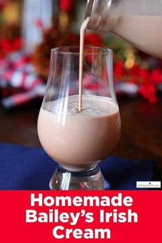 How to make Homemade Bailey�s Irish Cream. An easy creamy cocktail recipe that only takes a few minutes to make yourself! Perfect for mixing with your coffee, hot chocolate or enjoying on ice. #drinks #recipe Chocolate Syrup, Chocolate Recipes, Hot Chocolate, Caramel Coffee Recipe, Homemade Baileys, Homemade Snickers, Baileys Irish Cream, Whiskey Cream, Irish Whiskey