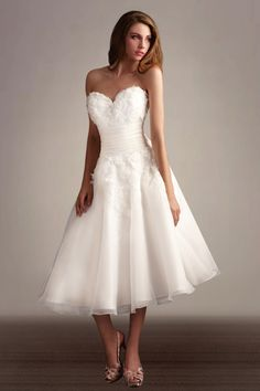 Simplicity Boat neck 1950s low back tea length wedding dress with ...
