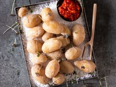 Tapas - oppskriftene du trenger | Meny.no Tapas, Scampi, Chorizo, Pretzel Bites, Stuffed Mushrooms, Bread, Cheese, Vegetables, Food