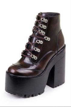 Funky Shoes, Cute Shoes, Me Too Shoes, Heeled Boots, Shoe Boots, Shoes Heels, Platform Boots Outfit, Platform Shoes, Fashion Shoes