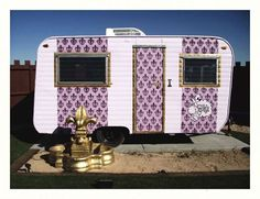 mobile business - eco-friendly BOHEMIAN ARTIST camper theme resort in Hicksville near Joshua Tree NP invites artists and musicians to come and chill